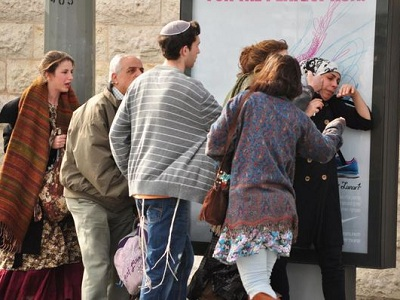 A Palestinian woman in Jerusalem assaulted by Israeli Jewish mob. (Via Aljazeera/file)