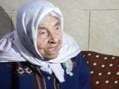 Aysheh Zaqout, 100, still longs to her town and dreams of returning back (Photo: Essam Zaqout PC)