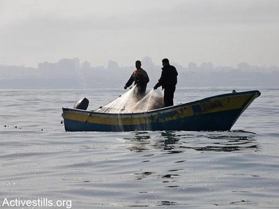 Israel carried out at least 17 attacks against Gaza fishers since the beginning of this year. (Photo: Anne Paq, Activestills.org)