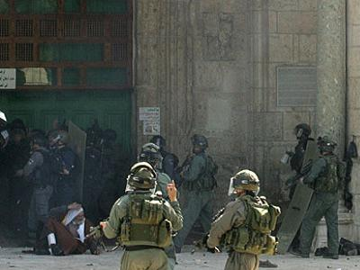 Israeli soldiers staging another raid against al-Aqsa. (Photo: File)